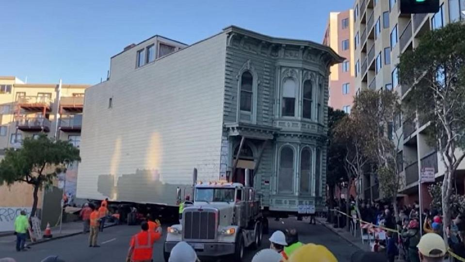 The 139 year old Englander House in San Francisco moved 7 city blocks to its new location.