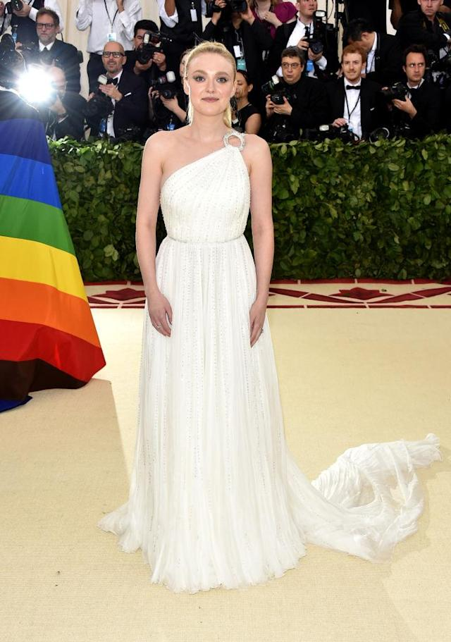 <p>Dakota Fanning in MIU MIU. (Photo: Getty Images) </p>
