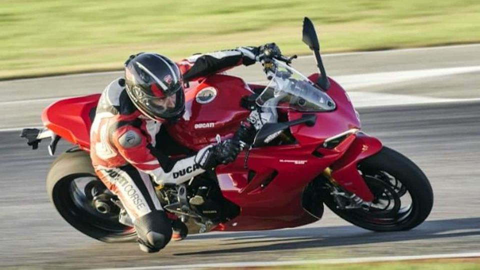 2021 Ducati SuperSport 950 unveiled with a Panigale V4-like design