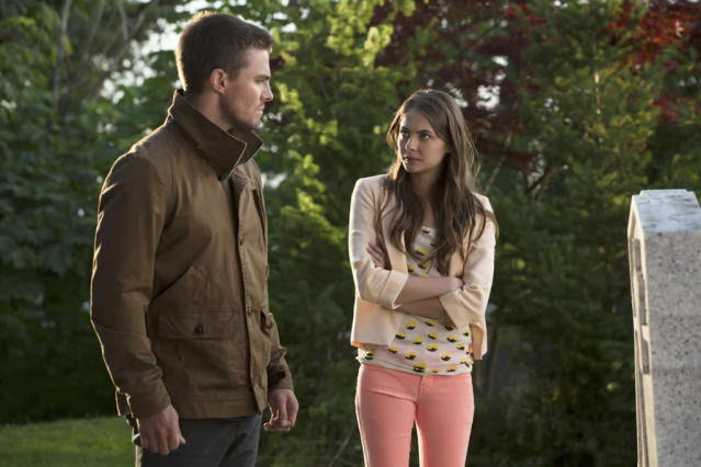 """""""Honor Thy Father"""" -- Stephen Amell as Oliver Queen and Willa Holland as Thea"""
