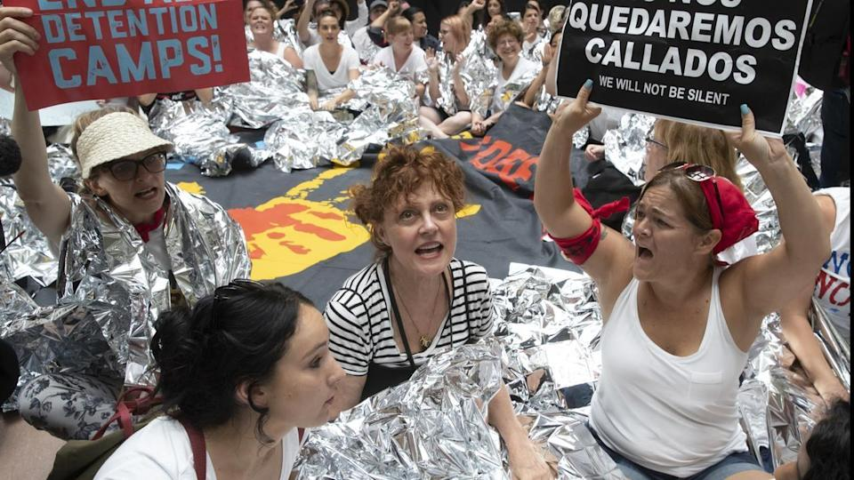 US actress Susan Sarandon rallied with hundreds of others against Donald Trump's immigration policy (Credit: AAP)