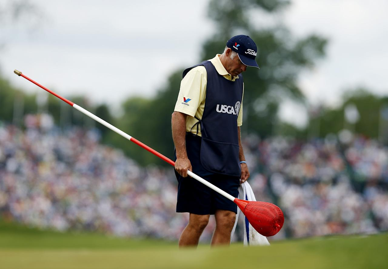 ARDMORE, PA - JUNE 14:  Steve Williams, Adam Scott's caddie, walks across the 18th green with a wicker basket during Round Two of the 113th U.S. Open at Merion Golf Club on June 14, 2013 in Ardmore, Pennsylvania.  (Photo by Scott Halleran/Getty Images)