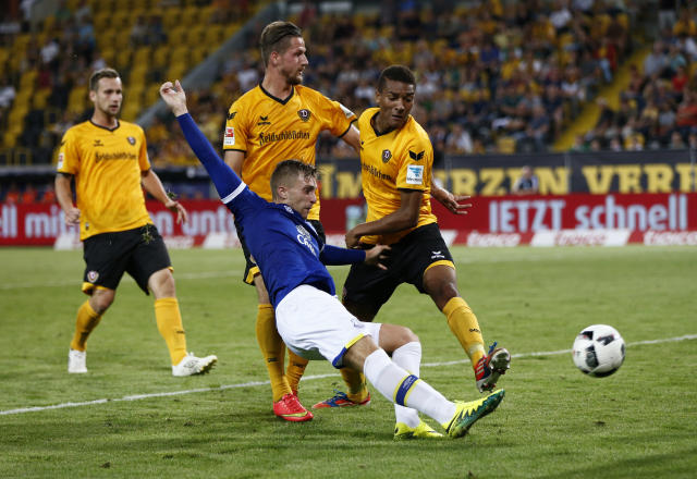 Football Soccer - Dynamo Dresden v Everton - Pre Season Friendly - Dresden Cup - DDV-Stadium, Dresden, Germany - 29/7/16 Everton's Gerard Deulofeu has shot at goal Action Images via Reuters / Hannibal Hanschke Livepic