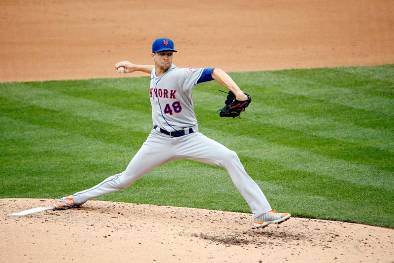 Jacob deGrom pitches against the Nationals