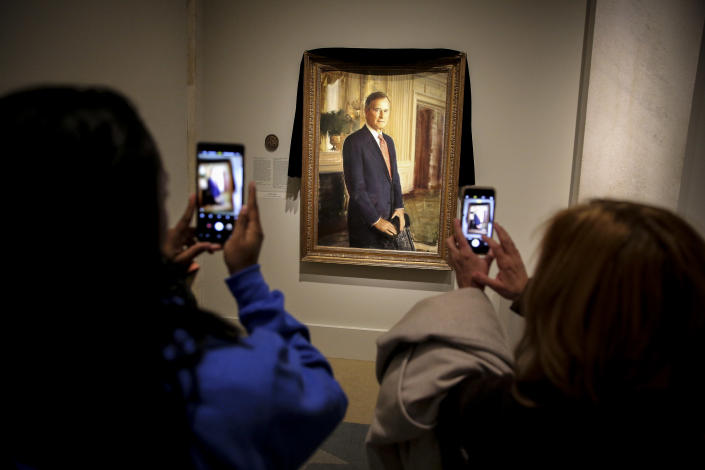 People view a portrait of President George H.W. Bush at the National Portrait Gallery on Dec. 1, in Washington, D.C. (Photo: Oliver Contreras/for the Washington Post via Getty Images)
