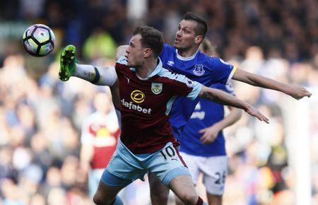 Britain Soccer Football - Everton v Burnley - Premier League - Goodison Park - 15/4/17 Burnley's Ashley Barnes in action with Everton's Morgan Schneiderlin Action Images via Reuters / Jason Cairnduff Livepic