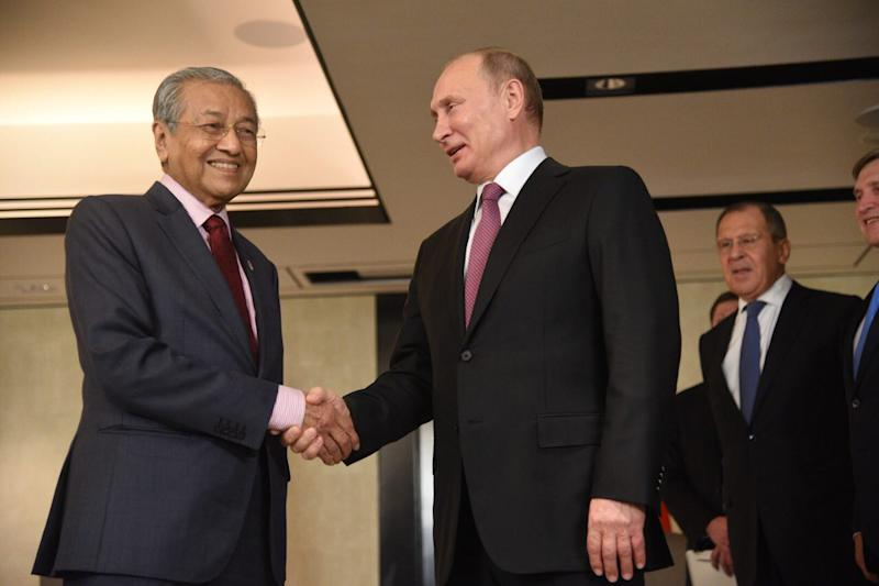 Prime Minister Tun Dr Mahathir Mohamad and Russian President Vladimir Putin meet for bilateral talks in Singapore November 13, 2018. — Picture courtesy of the Department of Information Malaysia