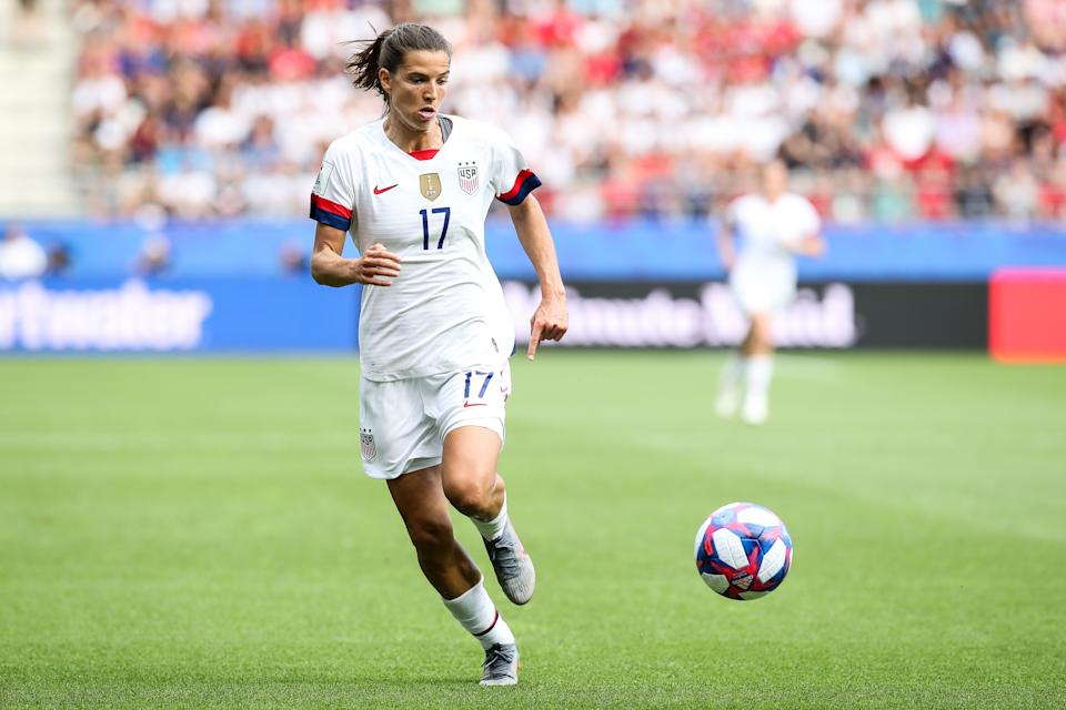 REIMS, FRANCE - JUNE 24: #17 Tobin Heath of USA controls the ball during the 2019 FIFA Women's World Cup France Round Of 16 match between Spain and USA at Stade Auguste Delaune on June 24, 2019 in Reims, France. (Photo by Zhizhao Wu/Getty Images)