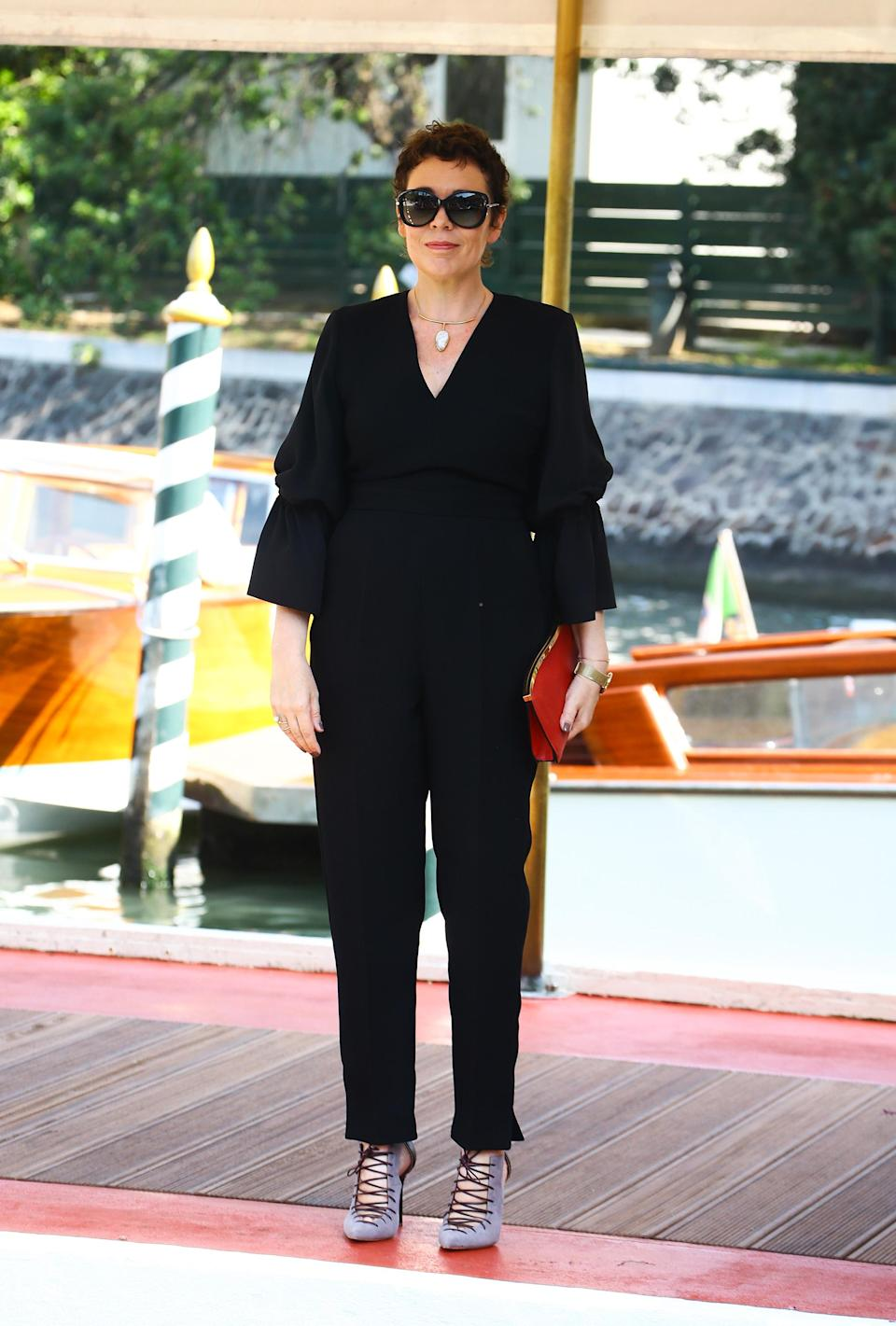 <p>Olivia oozed sartorial prowess in ablack jumpsuit and sunnies. <em>[Photo: Getty]</em> </p>