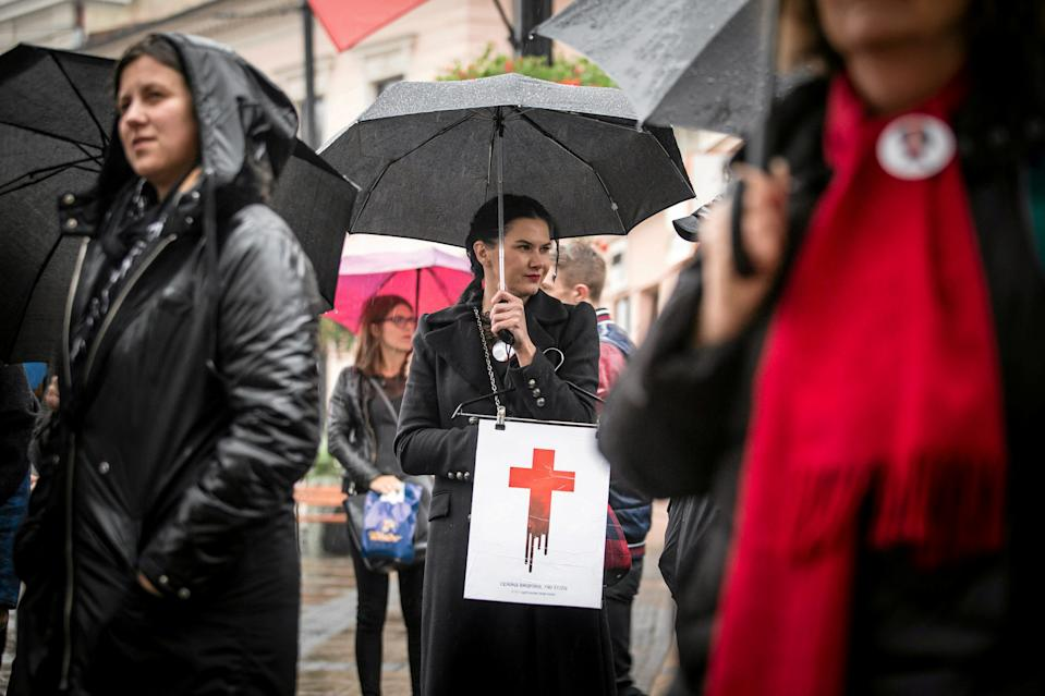 Women take part in a rally marking the first anniversary of the 'Black Protest' against plans of changing the abortion law in Lublin, Poland October 3, 2017. Agencja Gazeta/Jakub Orzechowski via REUTERS ATTENTION EDITORS - THIS IMAGE WAS PROVIDED BY A THIRD PARTY. POLAND OUT. NO COMMERCIAL OR EDITORIAL SALES IN POLAND. TPX IMAGES OF THE DAY
