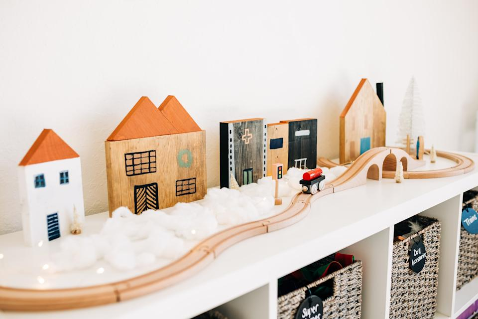 Jaclyn Quinones of Crazy Life With Littles shows how you can find holiday inspiration in your own home.