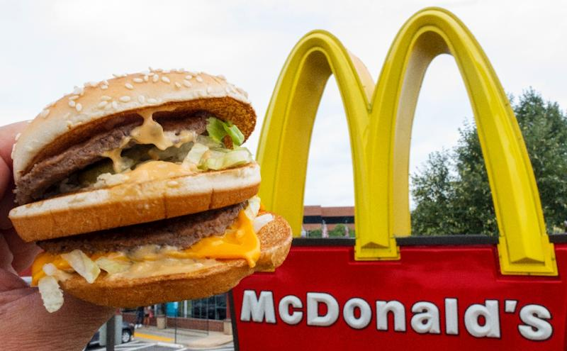 """Michael """"Jim"""" Delligattilaid claim to one of the most indelibleinventions in American cuisine since sliced bread -- a double hamburger with two beef patties, lettuce,cheese, pickles and onions,which is covered in a special sauce (AFP Photo/PAUL J. RICHARDS)"""