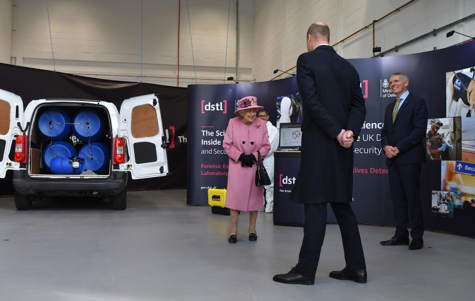 Britain's Queen Elizabeth II (L), Britain's Prince William, Duke of Cambridge (C) and Dstl Chief Executive Gary Aitkenhead (R) view a demonstration of a Forensic Explosives Investigation with a model explosive device in a vehicle at the Energetics Analysis Centre as they visit the Defence Science and Technology Laboratory (Dstl) at Porton Down science park near Salisbury, southern England, on October 15, 2020. - The Queen and the Duke of Cambridge visited the Defence Science and Technology Laboratory (Dstl) where they were to view displays of weaponry and tactics used in counter intelligence, a demonstration of a Forensic Explosives Investigation and meet staff who were involved in the Salisbury Novichok incident. Her Majesty and His Royal Highness also formally opened the new Energetics Analysis Centre. (Photo by Ben STANSALL / POOL / AFP) (Photo by BEN STANSALL/POOL/AFP via Getty Images)