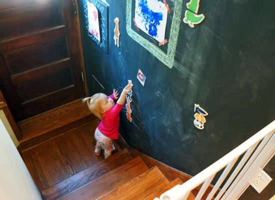 """<p>In some homes, built-ins and windows monopolize most of the wall space in the public rooms. In that case, turn unused space in a hallway or stairwell into a magnetic <a href=""""http://www.bobvila.com/chalkboard-bathroom/44471-10-reasons-to-go-crazy-for-chalkboard-paint/slideshows"""" rel=""""nofollow noopener"""" target=""""_blank"""" data-ylk=""""slk:chalkboard"""" class=""""link rapid-noclick-resp"""">chalkboard</a>—that is, a living gallery where you kids can doodle or hang their creations for everyone to see. <i>Photo: <a href=""""http://oaklandavenueblog.com/"""" rel=""""nofollow noopener"""" target=""""_blank"""" data-ylk=""""slk:oaklandavenueblog.com"""" class=""""link rapid-noclick-resp"""">oaklandavenueblog.com</a></i></p>"""