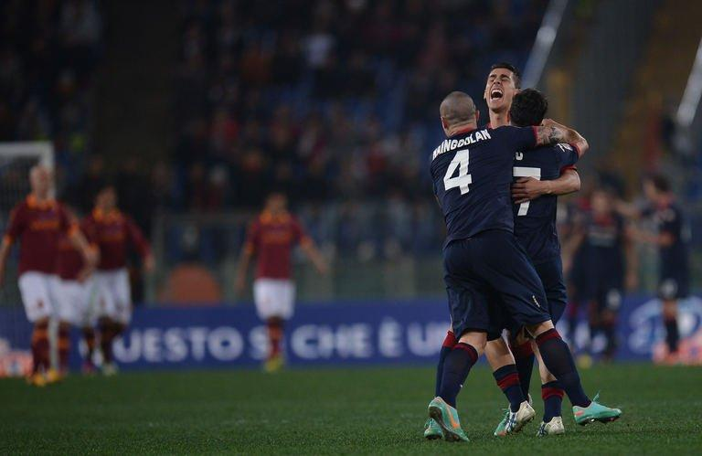 Cagliari's forward Marco Sau celebrates with teamates after scoring in Rome's Olympic Stadium on Febuary 1, 2013