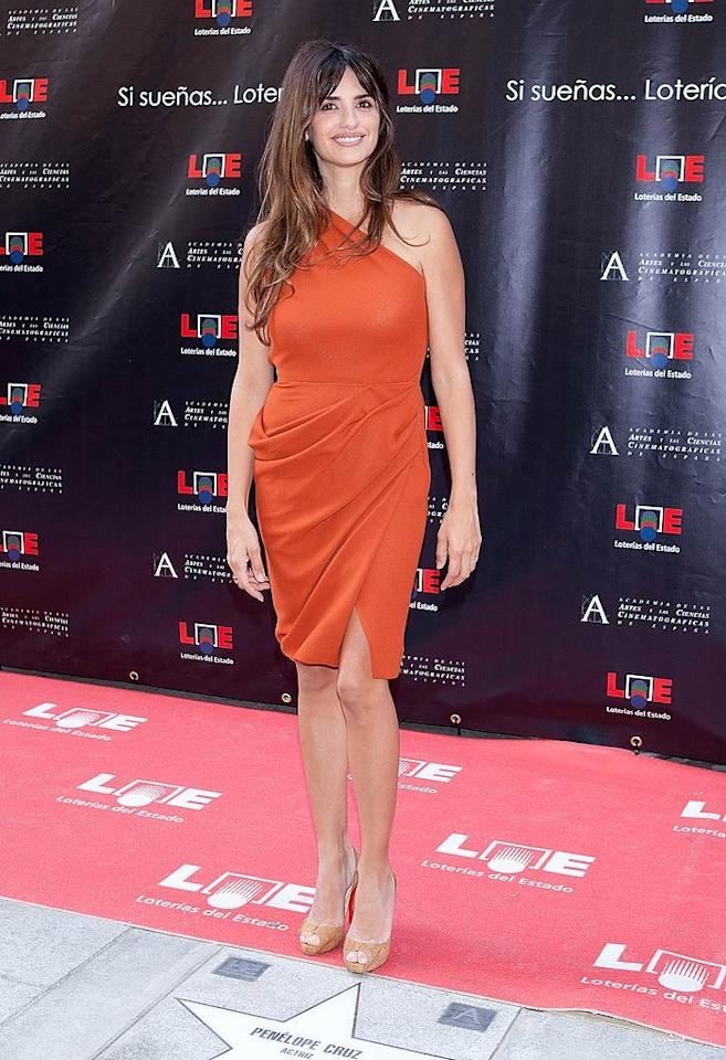 """Also looking radiant on the red carpet ... Penelope Cruz, who rocked a draped Roksanda Ilincic dress and complimentary Christian Louboutin peep-toes while accepting her star on the Walk of Fame in Madrid, Spain. Pablo Blazquez Dominguez/<a href=""""http://www.gettyimages.com/"""" target=""""new"""">GettyImages.com</a> - June 27, 2011"""