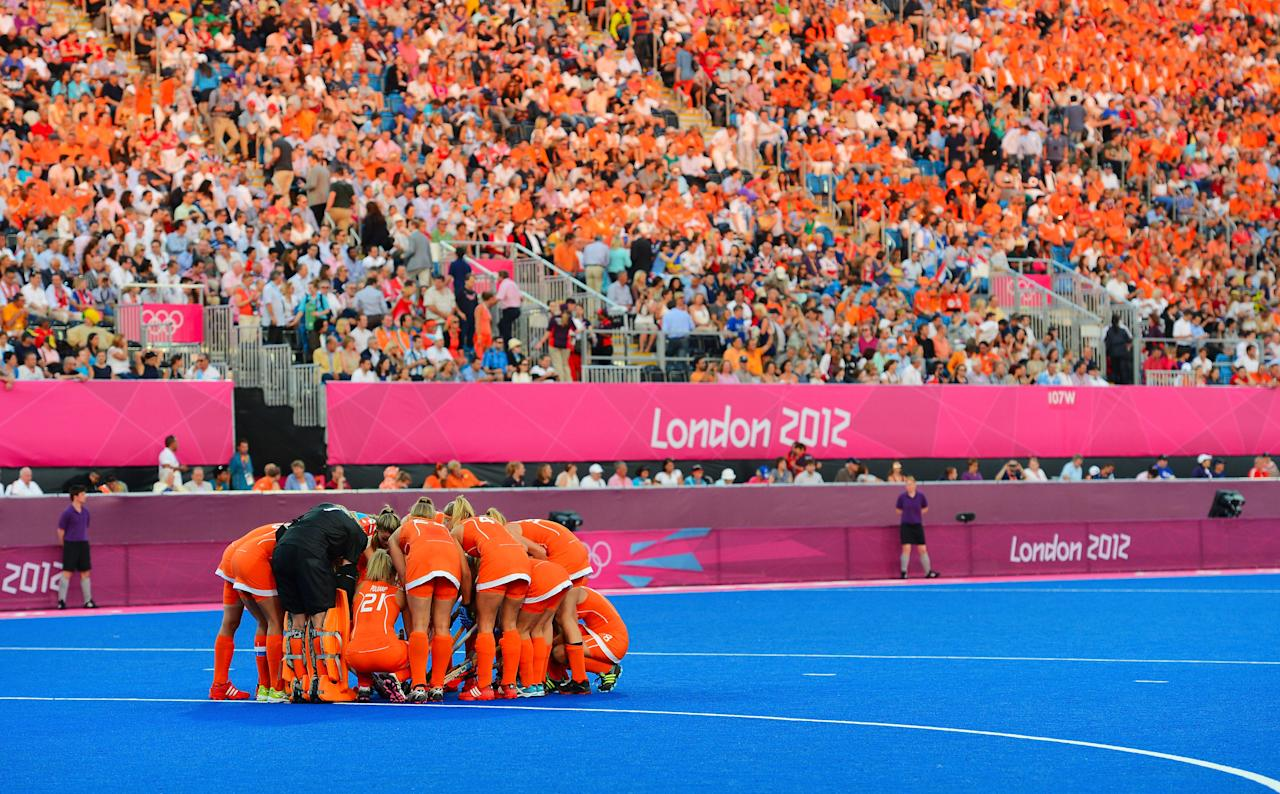 LONDON, ENGLAND - AUGUST 10: Team Netherlands huddle before playing against team Argentina during the Women's Hockey gold medal match on Day 14 of the London 2012 Olympic Games at Hockey Centre on August 10, 2012 in London, England.  (Photo by Mike Hewitt/Getty Images)