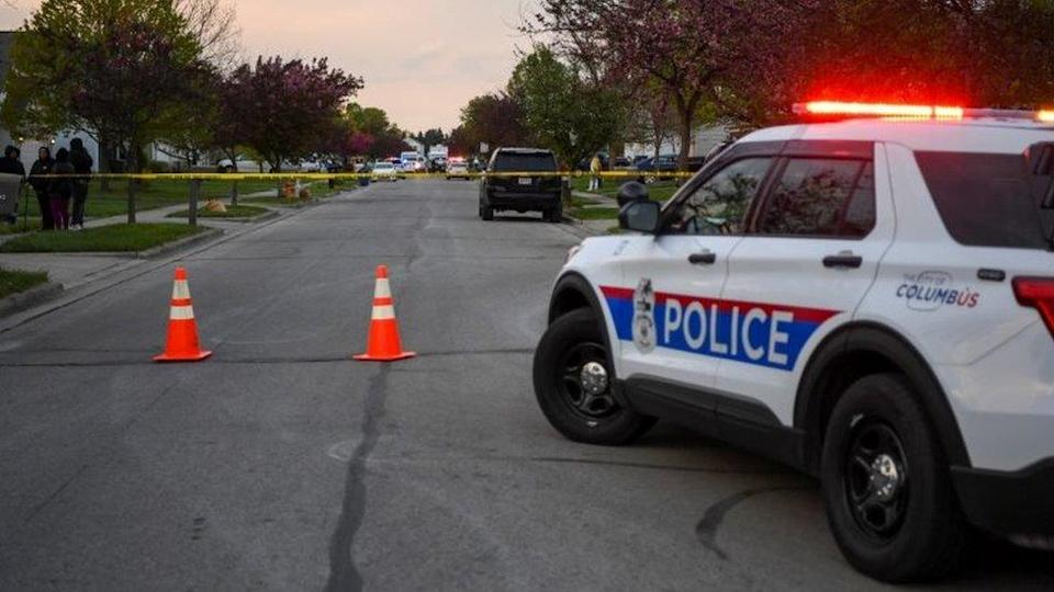 Police and investigators work at the scene of Tuesday's shooting in Columbus, Ohio. Photo: 20 April 2021