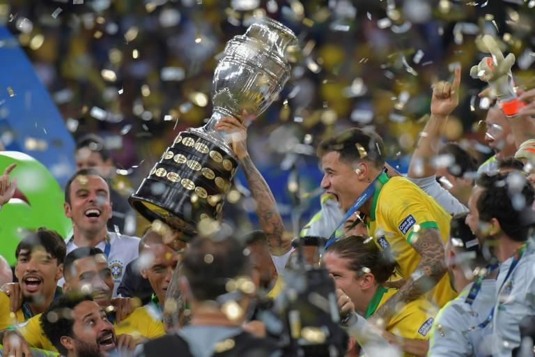 Brazil's national team celebrates after winning the Copa America against Peru on July 7, 2019 in Rio de Janeiro