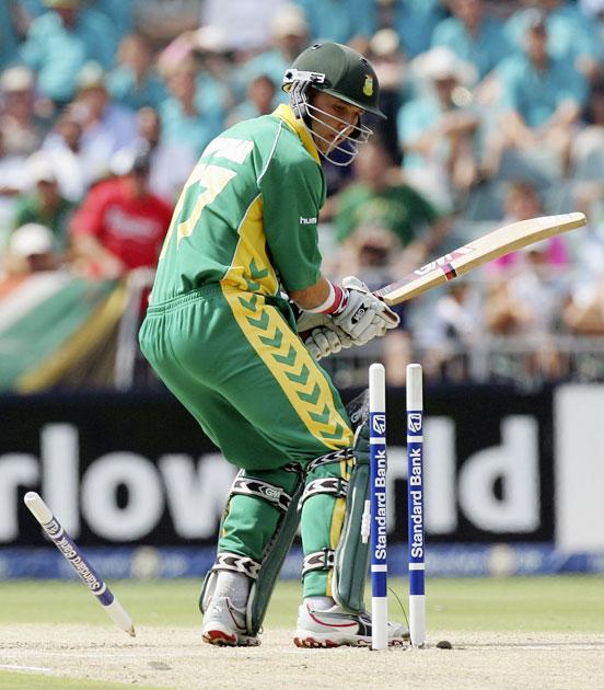 JOHANNESBURG, SOUTH AFRICA - MARCH 12:  Boeta Dippenaar of South Africa is bowled by Nathan Bracken of Australia during the fifth One Day International between South Africa and Australia played at Wanderers Stadium on March 12, 2006 in Johannesburg, South Africa.  (Photo by Hamish Blair/Getty Images)