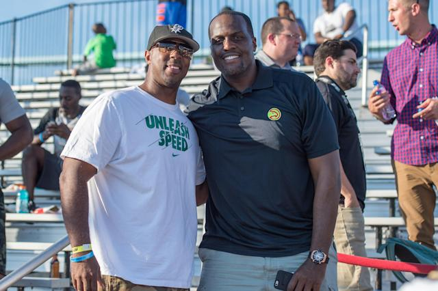 Malik Rose, right, poses with a fan in 2015. (Getty)