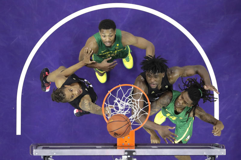 From left, Washington forward Hameir Wright, Oregon forward Shakur Juiston, Washington forward Isaiah Stewart, and Oregon forward C.J. Walker watch as a shot by Walker goes over the basket during the second half of an NCAA college basketball game, Saturday, Jan. 18, 2020, in Seattle. Oregon won 64-61 in overtime. (AP Photo/Ted S. Warren)