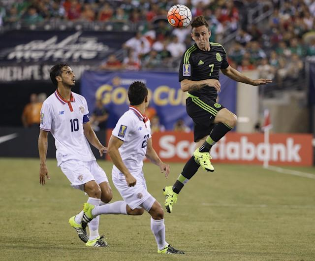 Mexico's Miguel Layun (7) heads the ball over Costa Rica's Jose Miguel Cubero (22) and Bryan Ruiz (10) during the second half of a CONCACAF Gold Cup soccer match Sunday, July 19, 2015, at MetLife stadium in East Rutherford, N.J. (AP Photo/Seth Wenig)