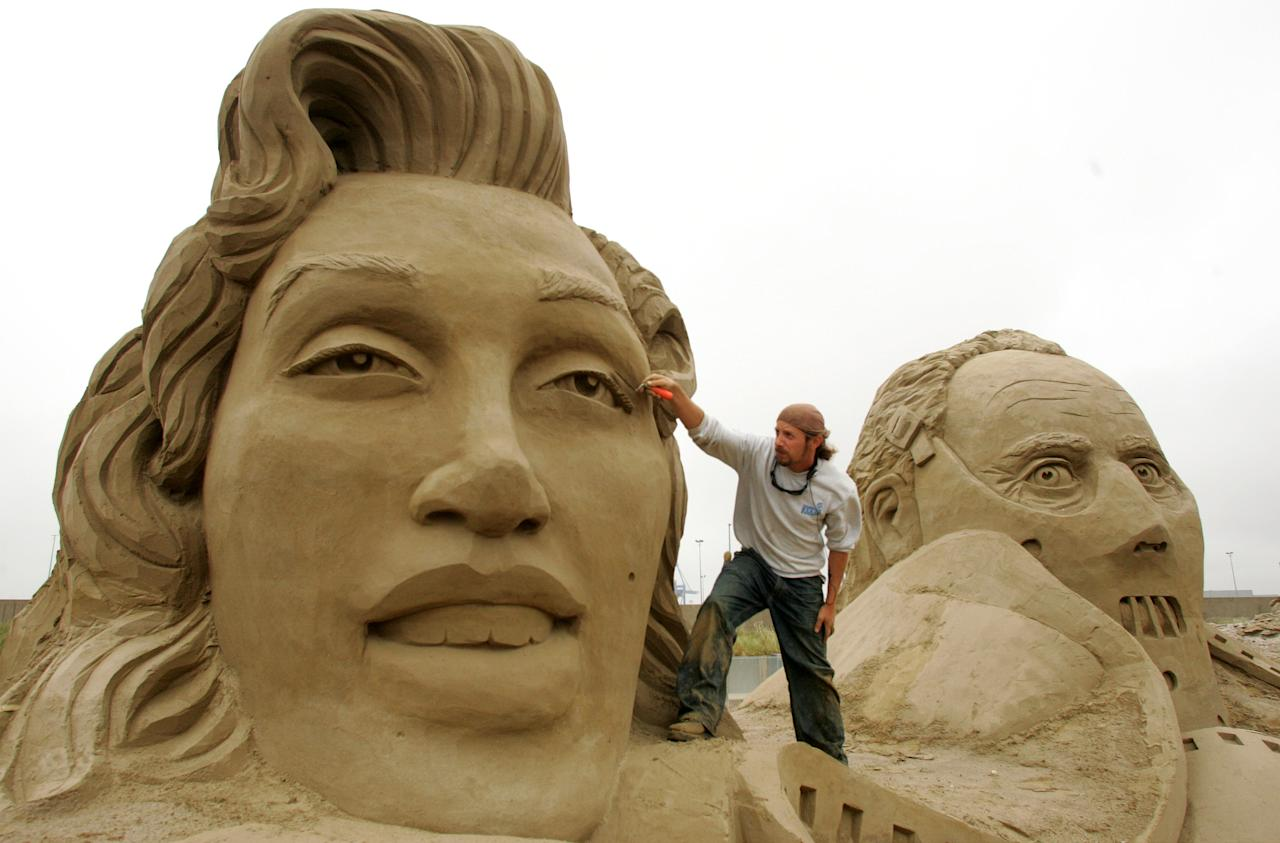 JARA OF THE U.S. CARVES A SCULPTURE OF MARILYN MONROE DURING THE SAND SCULPTURE FESTIVAL IN ZEEBRUGGE. Reuters Photographer / Reuters