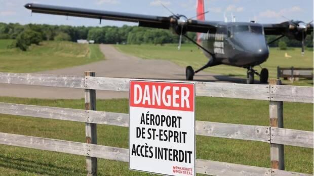 The victim was mowing grass off Route 125, near Saint-Esprit, Que., in the Lanaudière region on Monday. (Mathieu Wagner/Radio-Canada - image credit)