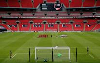 Eso sí, el fútbol regresó a puerta cerrada dejando imágenes insólitas como esta de Wembley durante la Community Shield entre el Liverpool y el Arsenal el 29 de agosto. Los de Londres se impusieron en los penaltis. (Foto: Andrew Couldridge / Reuters).