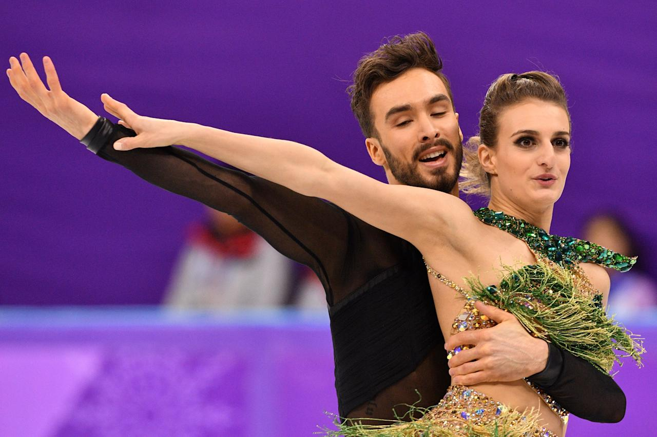 <p>France's Gabriella Papadakis and France's Guillaume Cizeron compete in the ice dance short dance of the figure skating event during the Pyeongchang 2018 Winter Olympic Games at the Gangneung Ice Arena in Gangneung on February 19, 2018. / AFP PHOTO / Mladen ANTONOV </p>