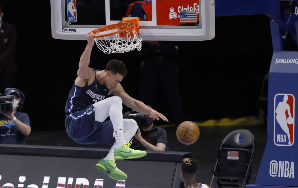 Dallas Mavericks center Dwight Powell (7) dunks against the Los Angeles Lakers during the second half of an NBA basketball game Saturday, April 24, 2021, in Dallas. The Mavericks won 108-93. (AP Photo/Ron Jenkins)