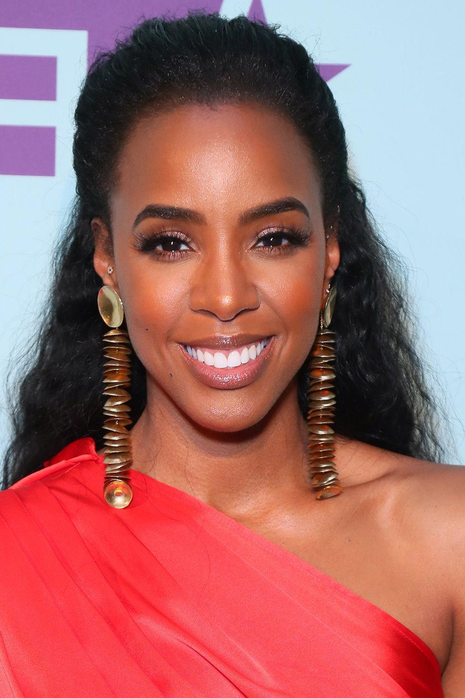 <p>Kelly Rowland wears her hair in a half-up, half-down look with the top loosely pulled back. </p>
