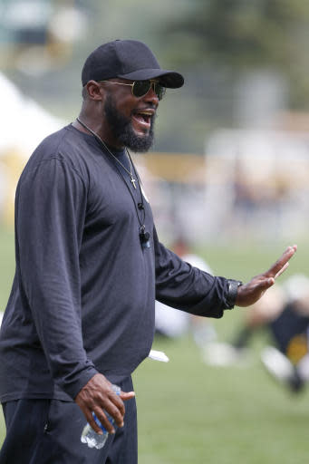 Pittsburgh Steelers head coach Mike Tomlin talks to the team as they stretch during practice at NFL football training camp in Latrobe, Pa., Thursday, Aug. 15, 2019. (AP Photo/Keith Srakocic)