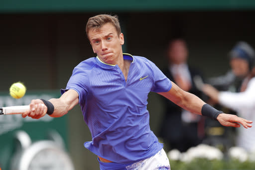 Russia's Andrey Kuznetsov returns the ball to Britain's Andy Murray during their first round match the French Open tennis tournament at the Roland Garros stadium, Tuesday, May 30, 2017 in Paris. (AP Photo/Christophe Ena)