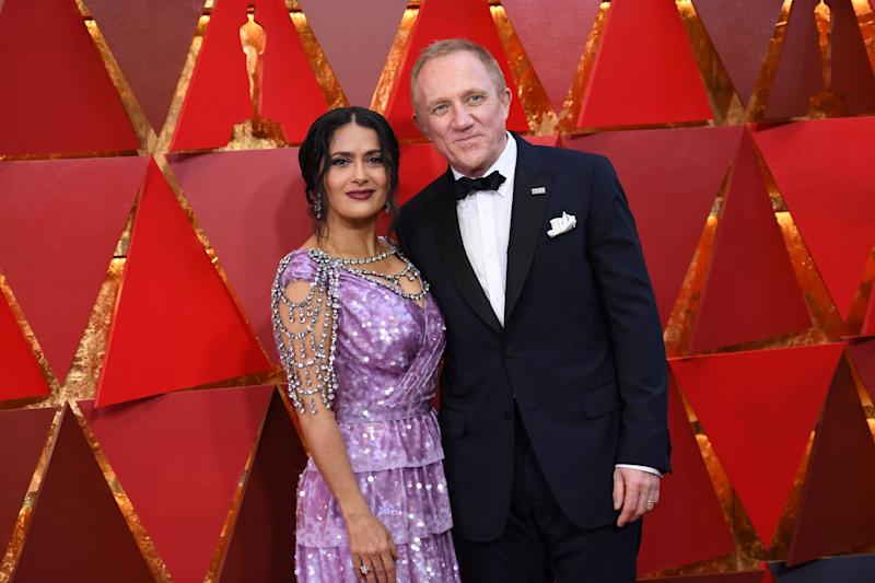 Mexican-Lebanese actress Salma Hayek (L) and her husband French entrepreneur Francois-Henri Pinault arrive for the 90th Annual Academy Awards on March 4, 2018, in Hollywood, California. / AFP PHOTO / ANGELA WEISS (Photo credit should read ANGELA WEISS/AFP/Getty Images)