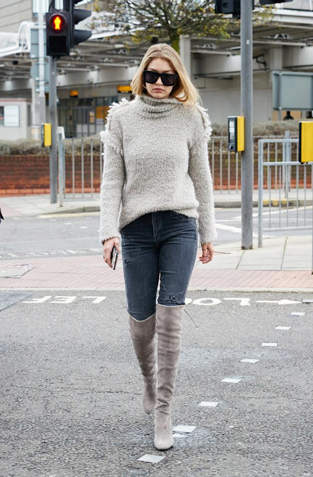 <p>The trick to making thigh-high boots daytime appropriate? Keeping everything else super low-key. Sticking to a monochromatic palette helps too.</p><p>(Photo: Splash)</p>