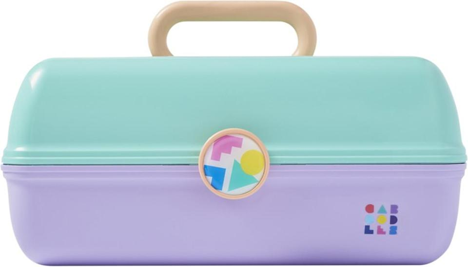 "<h3><strong>Caboodles On The Go Girl</strong></h3><br><strong>The OG Makeup Organizer</strong><br><br>Frosted tips can remain a relic of the '90s, but we'll wholeheartedly welcome a return of Caboodles' iconic retro makeup tote, which comes in a ton of colors and designs. Totally cool!<br><br><strong>The Hype: </strong>4.7 out of 5 stars and 103 reviews on <a href=""https://www.ulta.com/on-go-girl?productId=xlsImpprod14581077"" rel=""nofollow noopener"" target=""_blank"" data-ylk=""slk:Ulta Beauty"" class=""link rapid-noclick-resp"">Ulta Beauty</a><br><br><strong>Organization Obsessives Say: </strong>""I'm pleased to now know that Caboodles are every bit as practical & well made as I remember, based on the one my Mom had I was growing up. It looks cute on my dresser and makes me happy every time I stop to use it. Good buy."" — QuinnBee, Ulta Beauty Reviewer<br><br><strong>Caboodles</strong> On the Go Girl, $, available at <a href=""https://go.skimresources.com/?id=30283X879131&url=https%3A%2F%2Fwww.ulta.com%2Fon-go-girl%3FproductId%3DxlsImpprod14581077"" rel=""nofollow noopener"" target=""_blank"" data-ylk=""slk:Ulta Beauty"" class=""link rapid-noclick-resp"">Ulta Beauty</a>"