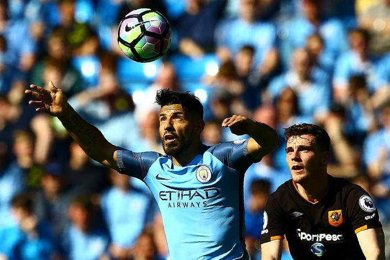 Manchester City's Sergio Aguero (L) vies with Hull City's Andrew Robertson during their match at the Etihad Stadium in Manchester, north west England, on April 8, 2017