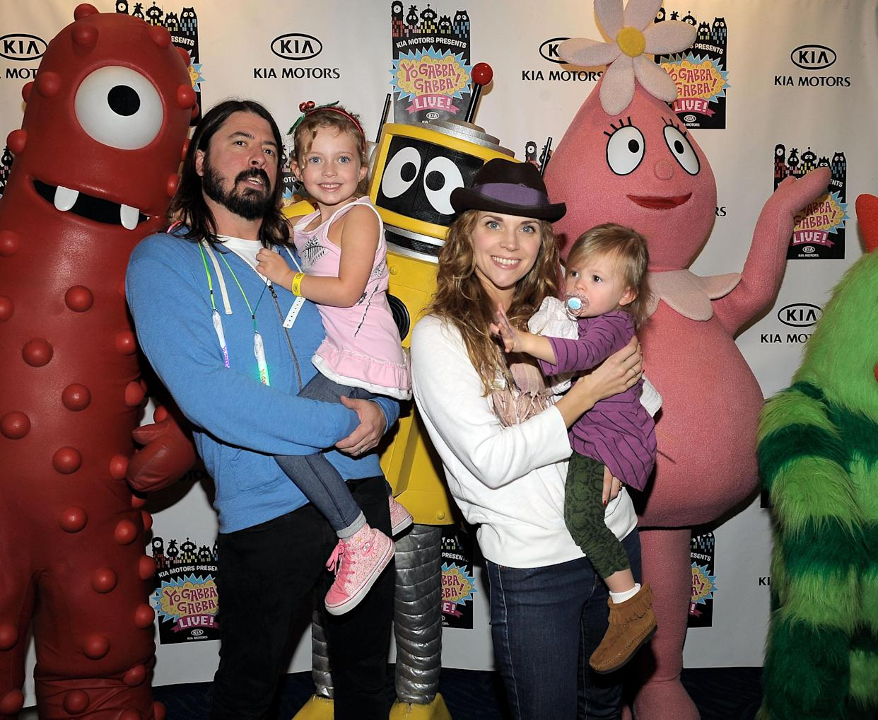 (L-R) Musician Dave Grohl, daughter Violet, wife Jordyn Blum and daughter Harper attend YO GABBA GABBA! @ KIA PRESENTS YO GABBA GABBA! LIVE! THERE'S A PARTY IN MY CITY produced by S2BN Entertainment in association with The Magic Store and W!LDBRAIN Entertainment at Nokia L.A. LIVE on November 27, 2010 in Los Angeles, California.