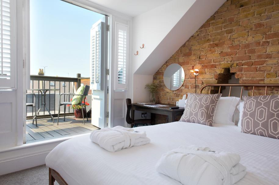 Cliftonville Townhouse provides city views. (Booking.com)