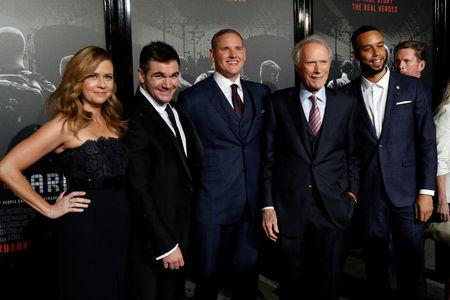 "Diretor Eastwood posa com elenco do filme ""15h17 – Trem para Paris"""