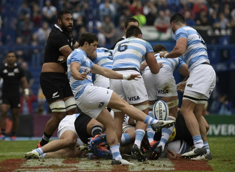 Argentina scrum-half Tomas Cubelli clears the ball during a Rugby Championship match against New Zealand in Buenos Aires Saturday (AFP Photo/JUAN MABROMATA)