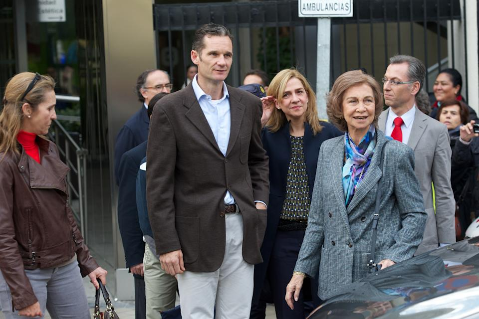 MADRID, SPAIN - NOVEMBER 25:  (L-R) Spanish Royals Princess Elena, Inaki Urdangarin, Princess Cristina and Queen Sofia visit King Juan Carlos of Spain at USP San Jose Hospital on November 25, 2012 in Madrid, Spain. King Juan Carlos of Spain underwent an operation on his left hip.  (Photo by Carlos Alvarez/Getty Images)