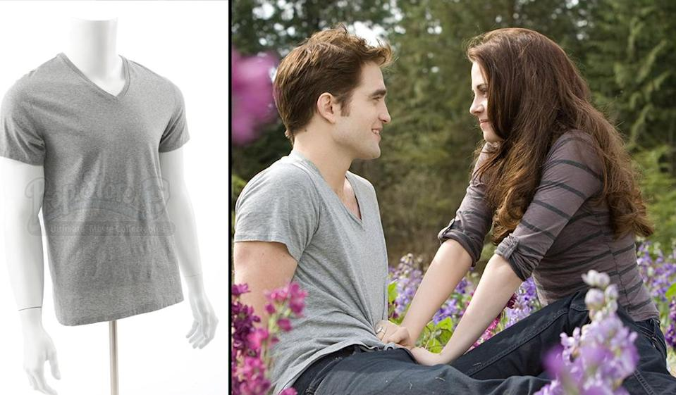 <p>Not just any gray V-neck. The <em>meadow</em> gray V-neck. (Photo: Prop Store/Summit) </p>