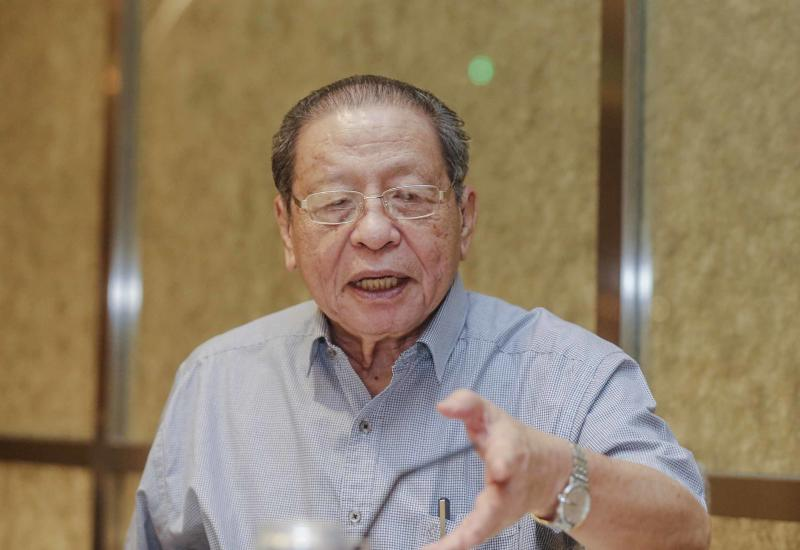 Lim Kit Siang has welcomed former Attorney General Tan Sri Mohamed Apandi Ali's RM10-million suit against him for defamation on the latter's alleged involvement in the 1MDB scandal. — Picture by Firdaus Latif