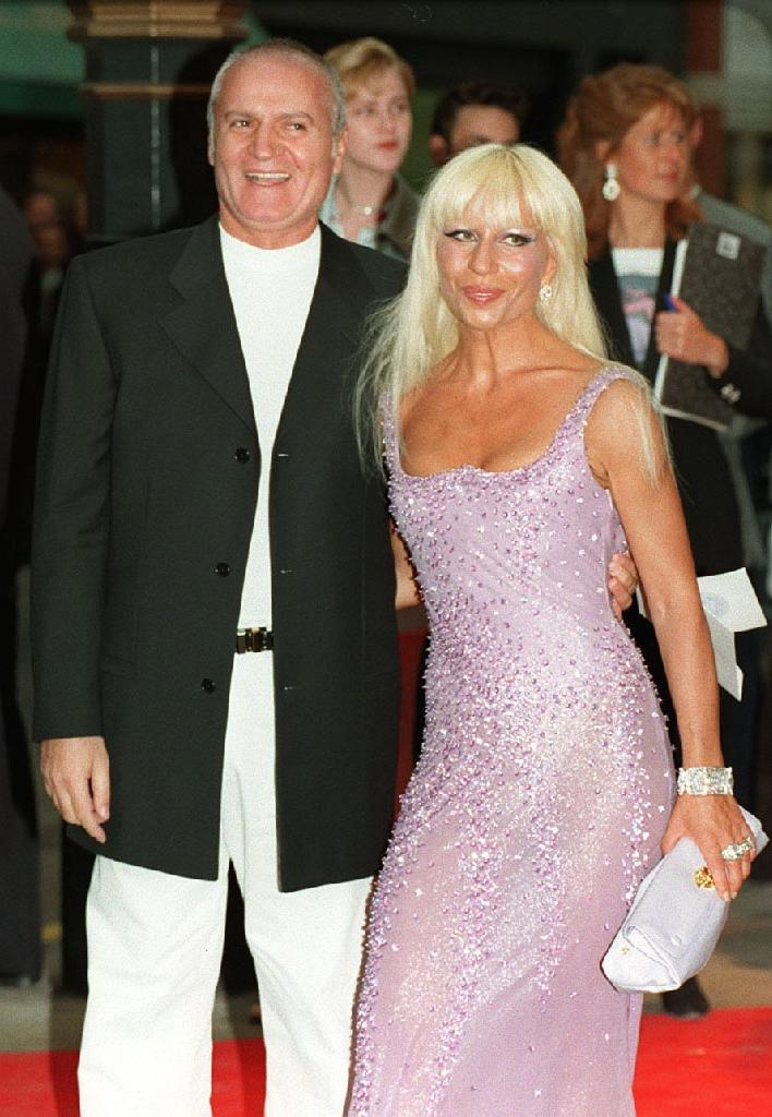 <p>Donatella looks fresh-faced and natural alongside her brother Gianni at a Versace event held over 20 years ago. <i>[Photo: PA]</i> </p>