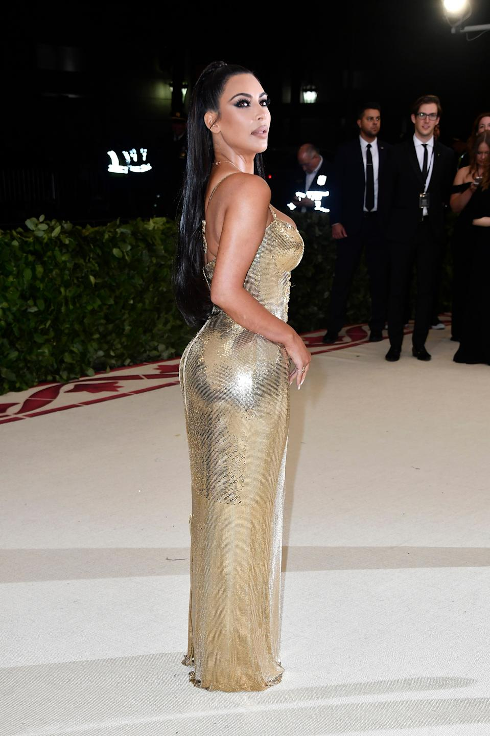 """<h1 class=""""title"""">Kim Kardashian West in Versace and Lorraine Schwartz jewelry</h1><cite class=""""credit"""">Photo: Getty Images</cite>"""