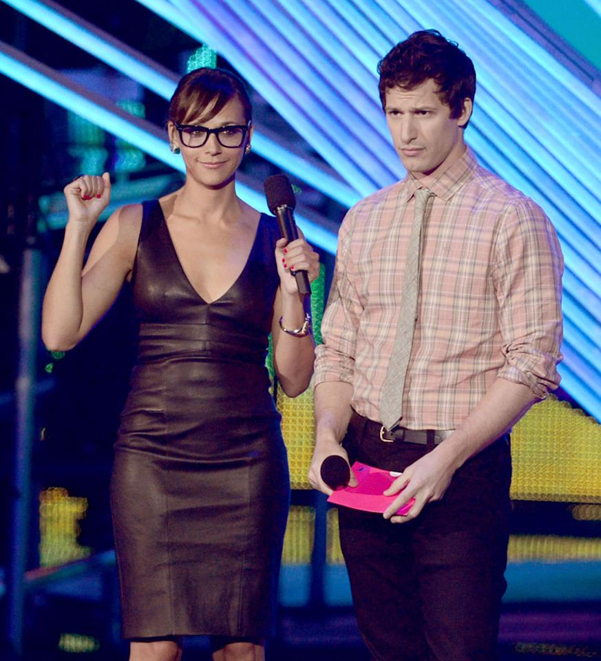 LOS ANGELES, CA - SEPTEMBER 06: (L-R) Actors Rashida Jones and Andy Samberg speak onstage during the 2012 MTV Video Music Awards at Staples Center on September 6, 2012 in Los Angeles, California.  (Photo by Kevin Winter/Getty Images)
