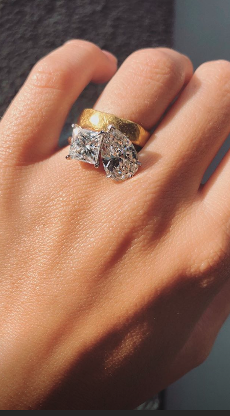 The ring features double the diamonds. (Photo: Emily Ratajkowski via Instagram)